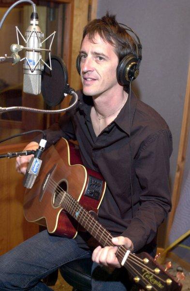 [Entrevista] Izzy Stradlin: Axl es un tipo bastante complicado, pero es muy talentoso (2008). B1uw2xjruwssl6001